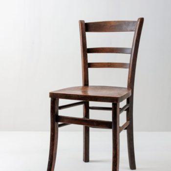 Esszimmer Stuhl Cesar | Schöner Stuhl aus dunklem Holz. Tolle Maserung und unbearbeitetes Material. | gotvintage Rental & Event Design