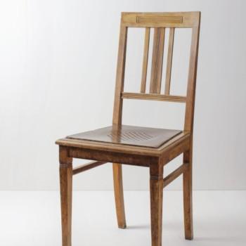 Esszimmerstuhl Luis | Vintage Holzstuhl mit hoher Lehne, original erhalten. | gotvintage Rental & Event Design