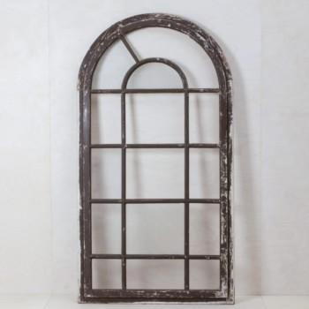 Holzfenster Rufo | Für die Zeremonie: das alte Holzfenster, teilweise noch mit Glas, beeindruckend als Hintergrund! Kommt mit Aufstellern für die Wiese. | gotvintage Rental & Event Design