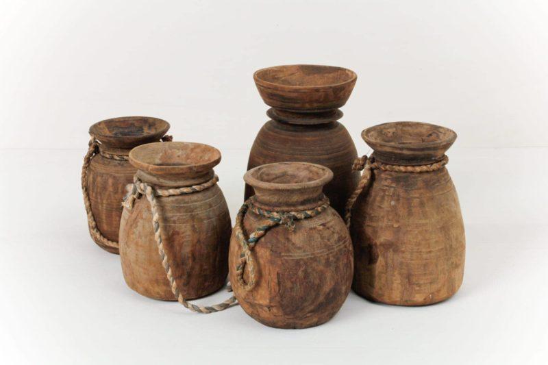 Antike Holzvase Blanco | Antike Holzvasen passend zum Wabi-Sabi Design für das nächste Sommerfest mit Blumen oder als kleine Dekoration. | gotvintage Rental & Event Design