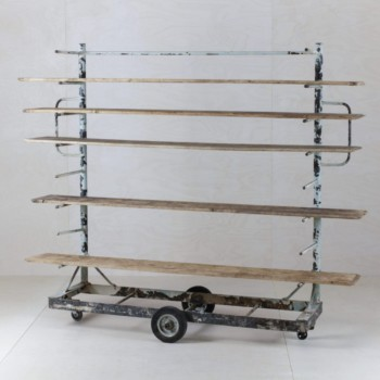 Bakery Rack Sebastiano | As an original backdrop on stage, in the lounge area or at the bar. The beautiful vintage baker's rack is rather versatile. | gotvintage Rental & Event Design