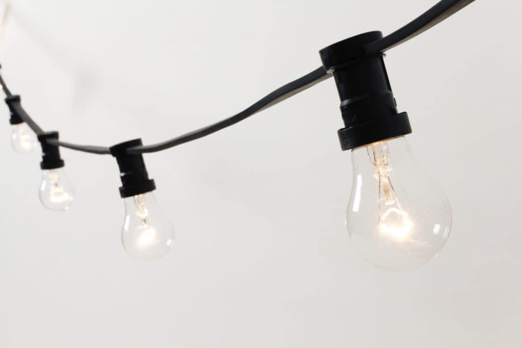 Glühbirnen-Lichterkette Edmundo   Wunderschöne Lichterkette im Vintage Stil mit 22 großen Glühbirnen E27 25W.Dimmbar.Dimmer und Verlängerungskabel nicht enthalten, bitte bei Bedarf separat bei uns anfragen.   gotvintage Rental & Event Design
