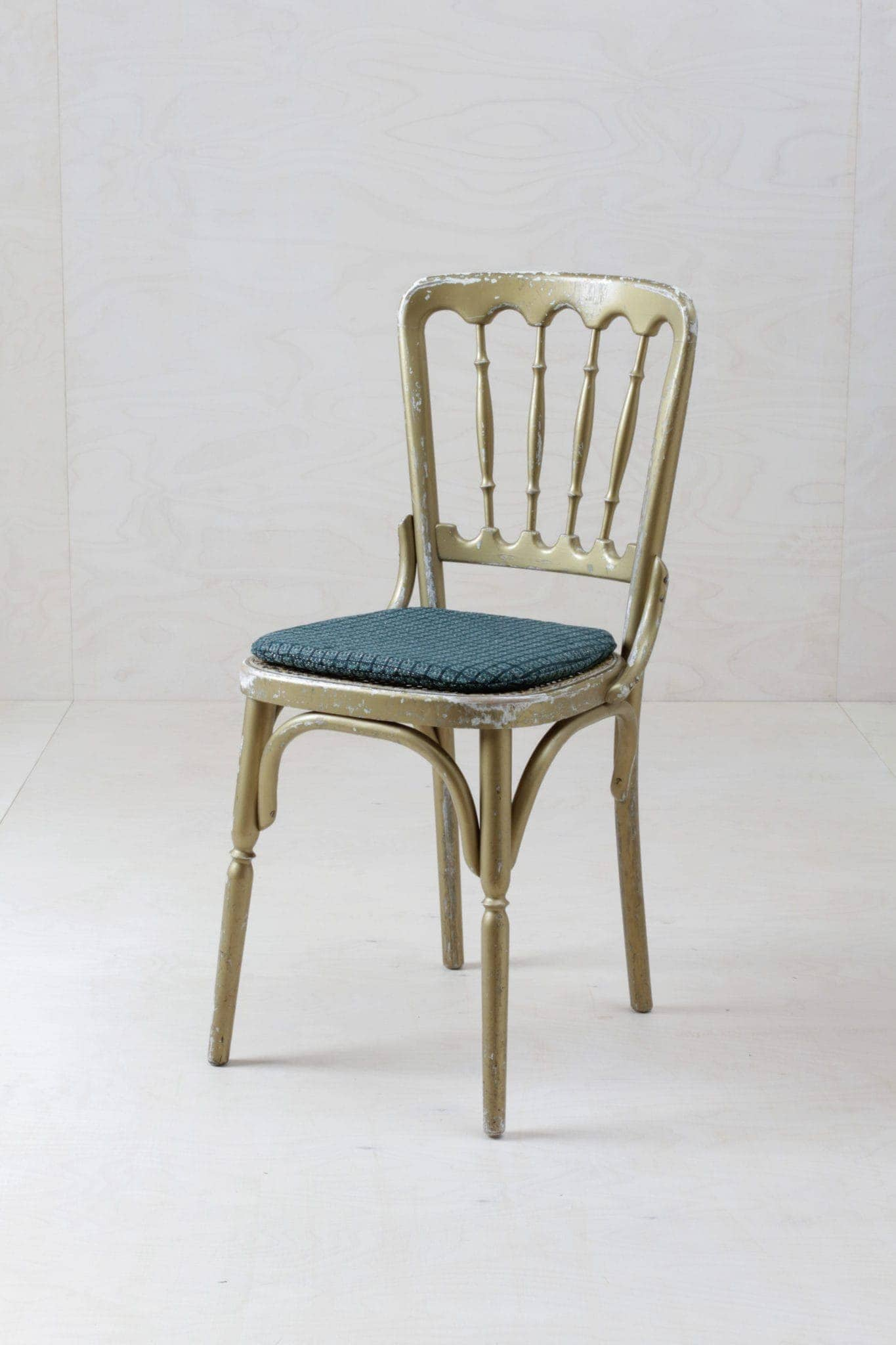 Original vintage Stühle im Chiavari Stil ,Wiener Oper, Gold, schlichtes Korbgeflecht auch mit Stuhlkissen, mieten