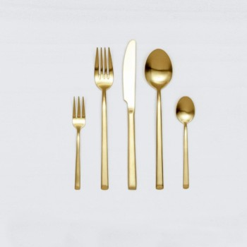 Cutlery Set Ines Gold Matte 5-pieces | With the cutlery series Ines we rent out wonderful, matt-gold stainless steel cutlery. The cutlery has a wonderful haptic and looks equally good for different types of events. Whether on a colourful table setting combined with strong colours, an elegant, minimalistic wedding or a stylish business dinner - our matt gold cutlery Ines is an excellent choice for your event. The assembled set of rental cutlery contains a dinner fork, a dinner knife, a table spoon, a cake fork and a teaspoon. Impress your guests, rent the 5 piece matt-golden cutlery sets Ines and combine it with our vintage tableware. Matching the matt gold cutlery set Ines, we also offer teaspoons, cake shovels, serving spoons, butter shovels and vintage stemware for rent. | gotvintage Rental & Event Design