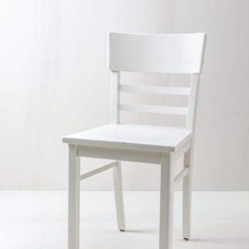 Küchenstuhl Clara | Vintage Küchenstuhl, seidenmatt weiss lackiert. | gotvintage Rental & Event Design