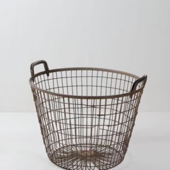 Drathkorb Aitor | Toller Gitterkorb aus Metall, perfekt um stilvoll Kissen oder Decken anzubieten bei etwas kühleren Veranstaltungen. | gotvintage Rental & Event Design