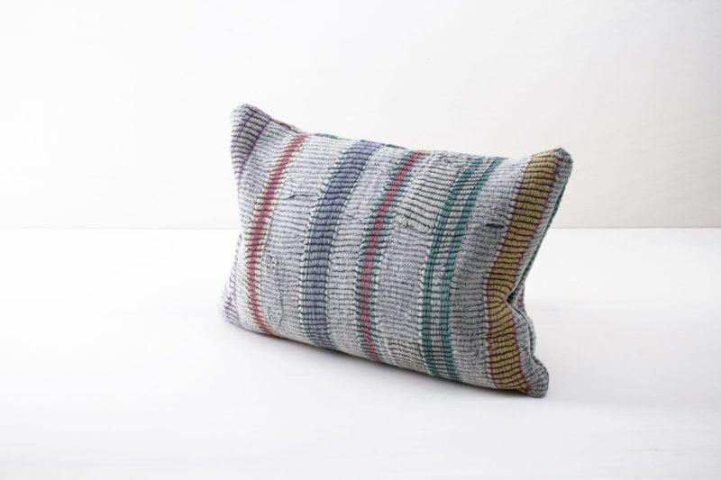 Vintage cotton fabrics, beautiful pillows, rent