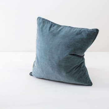 Pillow Marina Velvet Blue 50x50 | Soft velvet pillows made from cotton. Several colours to combine such as velvet pillows in blush, green and plum. | gotvintage Rental & Event Design