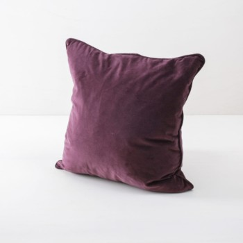 Pillow Marina Velvet Pink 50x50 | Soft velvet pillows made from cotton. Several colours to combine such as velvet pillows in green, blue and plum. | gotvintage Rental & Event Design
