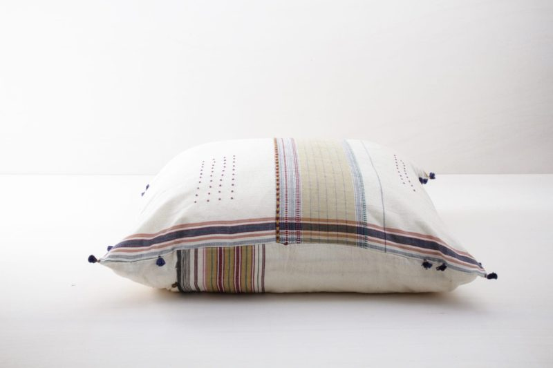 Kissen Sonia 80x80 | Diese farbigen Kissen aus organischer Kala Baumwolle sind schön weich und kuschelig. | gotvintage Rental & Event Design