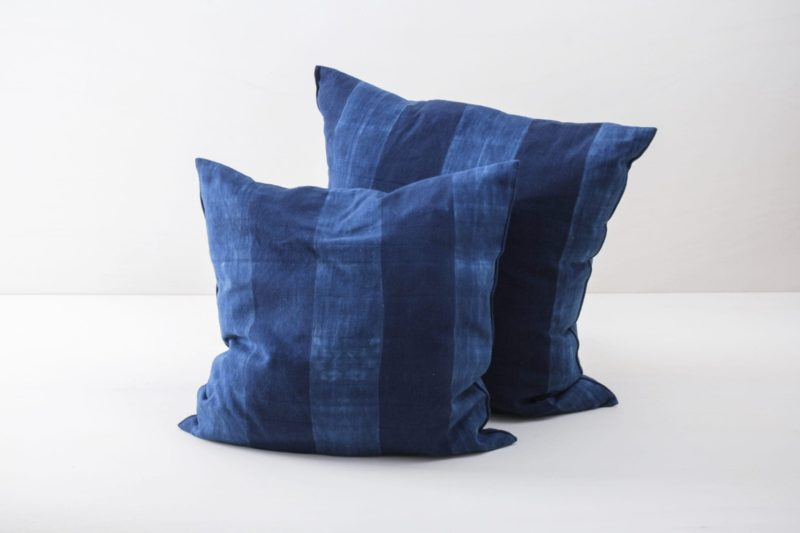 Farbe Radio Button | Soft, handwoven, Indigo hand dyed cotton with it's origin in Guinea. Those pillows are super cosy. |