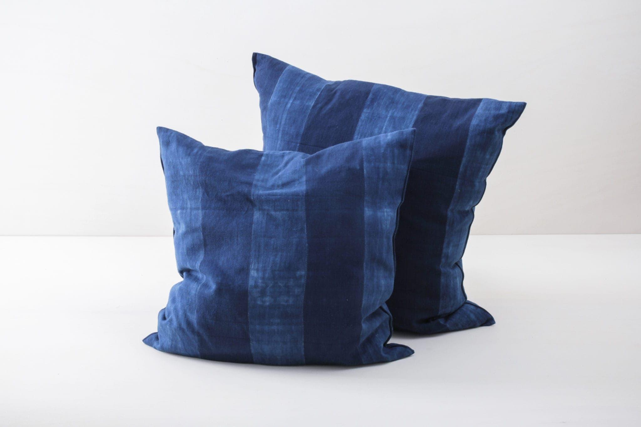 Gartendekoration, Hochzeit, blaue Kissen mieten