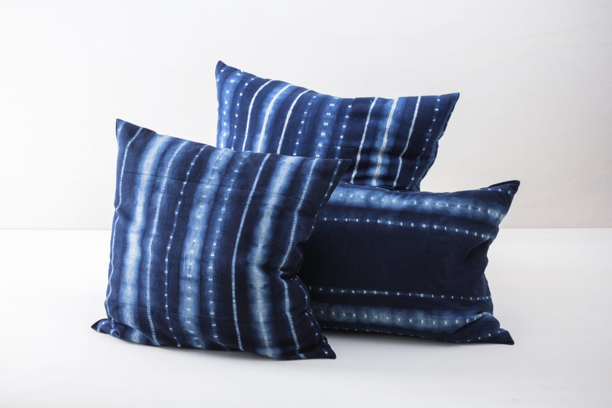 Pillow Vicente Indigo 40x60 | Soft, handwoven, Indigo hand dyed cotton with it's origin in Guinea. Those pillows are super cosy. | gotvintage Rental & Event Design