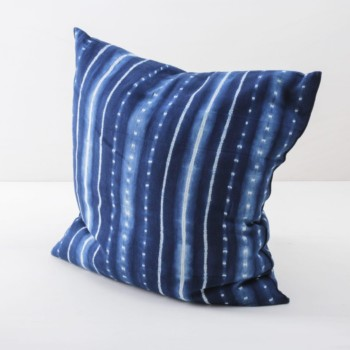 Pillow Vicente Indigo 60x60 | Soft, handwoven, Indigo hand dyed cotton with it's origin in Guinea. Those pillows are super cosy. | gotvintage Rental & Event Design