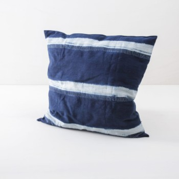 Pillow Walter Indigo 50x50 | Soft, handwoven, Indigo hand dyed cotton with it's origin in Guinea. Those pillows are super cosy. | gotvintage Rental & Event Design