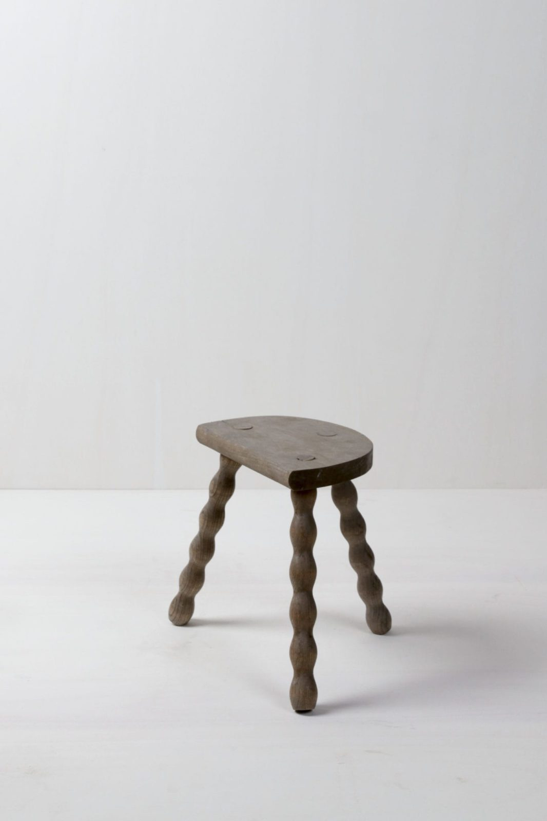 Side Table Pepe | Beautiful wooden side table with semicircular top. Versatile decoration element. Size S.Also available in other sizes - see side table Cirilo, side table Pacho. | gotvintage Rental & Event Design