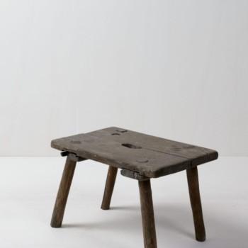 Kleiner Holztritt Al | Kleiner Tritt aus Holz. Sehr schön als Dekorationselement um ein rustikales Bild zu erzeugen. Vintage. | gotvintage Rental & Event Design