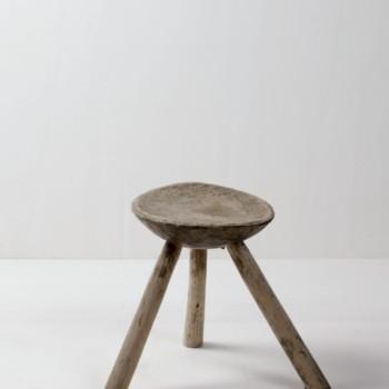 Hocker Juanito | Rustikaler Melkschemel aus Holz. | gotvintage Rental & Event Design