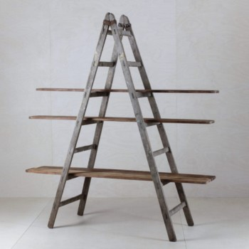 Wooden Ladder Cuartio | Combined with our wooden boards Zacarias from a ceramic factory, these old ladders can be used as a shelf for decoration, for cakes or simply as a partition. Versatile and beautiful.
