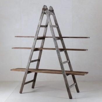 Holzleiter Cuartio | In Kombination mit unseren Holzbrettern Zacarias aus der Kemarikfabrik wird diese alte Leiter im Handumdrehen ein Regal für Dekoration, Kuchen oder als Trennwand. Vielseitig und wunderschön. Bitte die Bretter separat ordern. | gotvintage Rental & Event Design