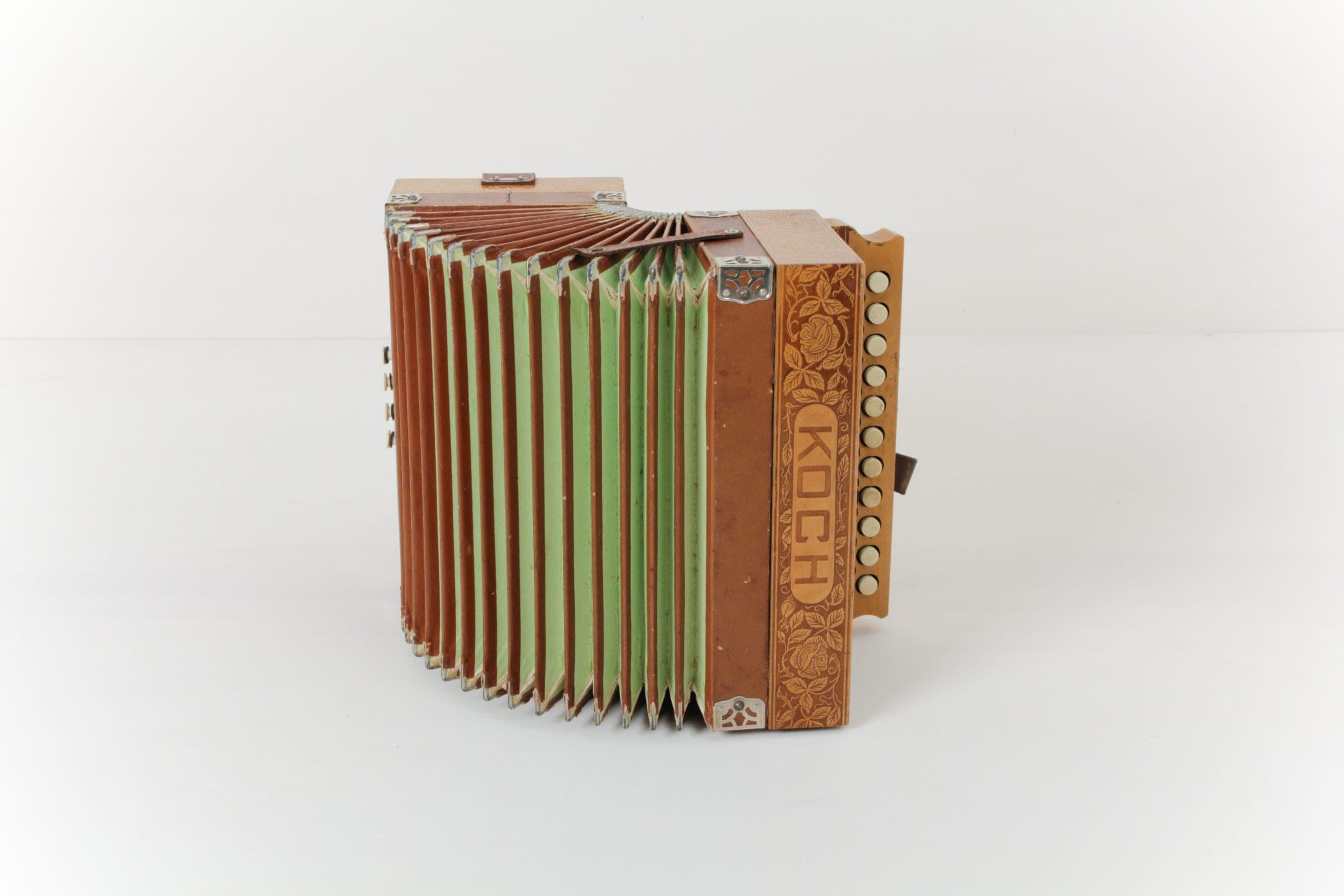 Akkordeon Honorato | Dekoratives Akkordeon in tollen Farben. | gotvintage Rental & Event Design