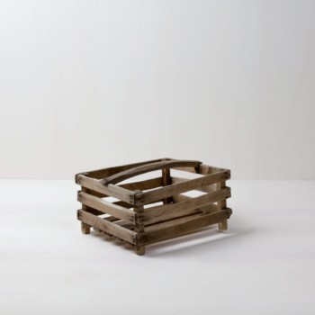 Apple Crate Amadeo | Typical apple box. Ideal for presenting fruit or bread on a buffet. | gotvintage Rental & Event Design