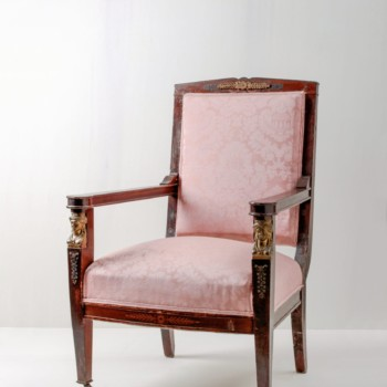 Armchair Alvaro | Small ladies chair. Walnut with floral ornaments. | gotvintage Rental & Event Design