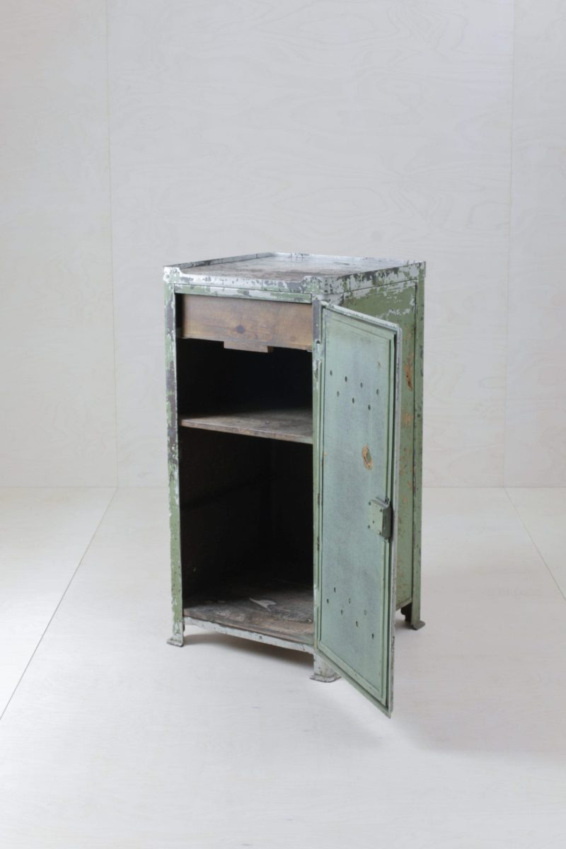 Farbe Radio Button | Original Rowac industrial cabinet - Bar table, DJ desk or reception counter in a different way. Great patina ranging from light grey to light greenish. |