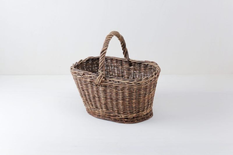 Basket Angelo | Woven rattan basket. Nice container for serving, for example bread on the buffet. | gotvintage Rental & Event Design
