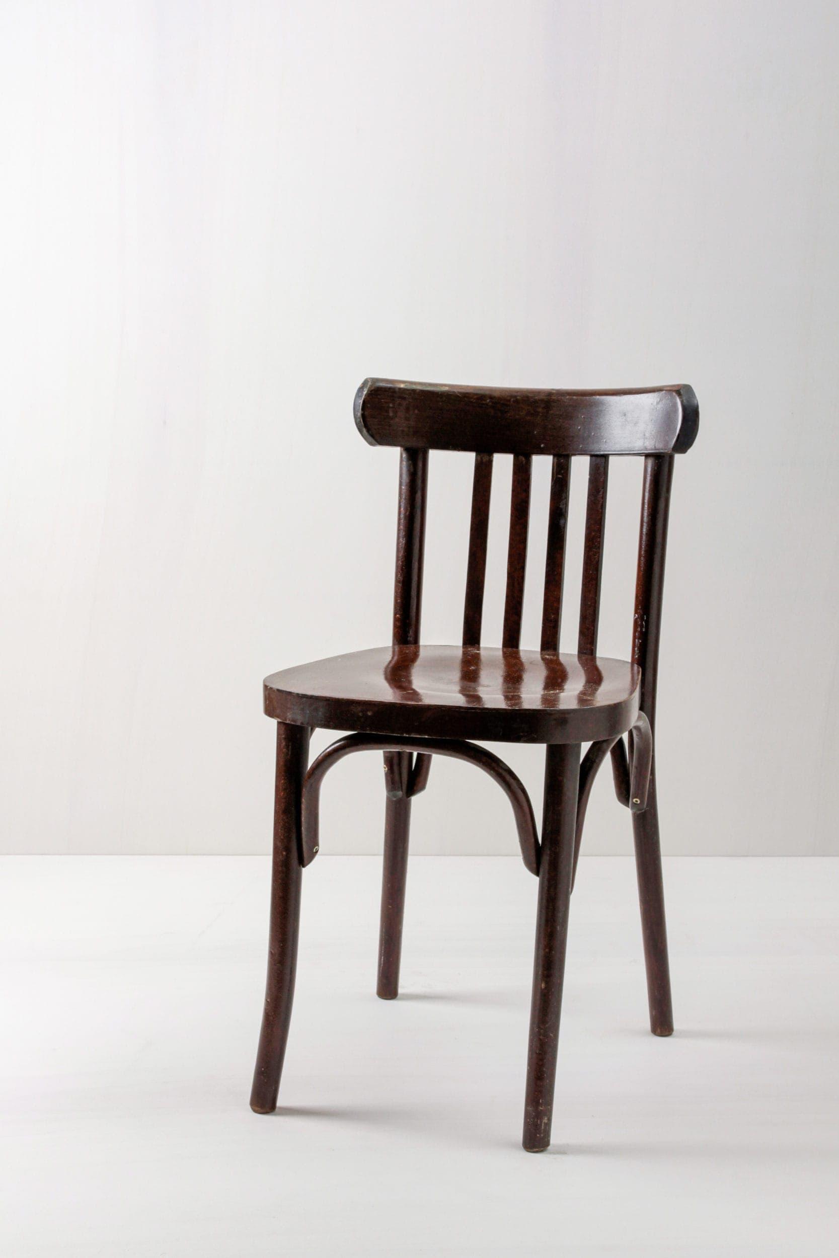 Veranstaltung bestuhlen, braune Holzstühle mieten