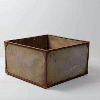 Kiste Huberto | Große industrielle Kiste. | gotvintage Rental & Event Design