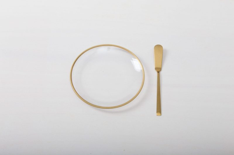 Simple bread plates made of clear glass with gold rim for rent