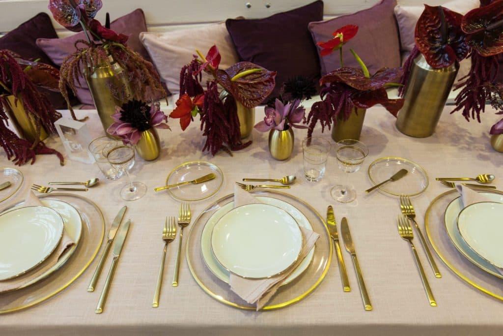 Brotteller Sofia Klarglas mit Goldrand | Schlichter Brotteller aus Klarglas mit Goldrand passend dazu auch unsere Platzteller Sofia. | gotvintage Rental & Event Design