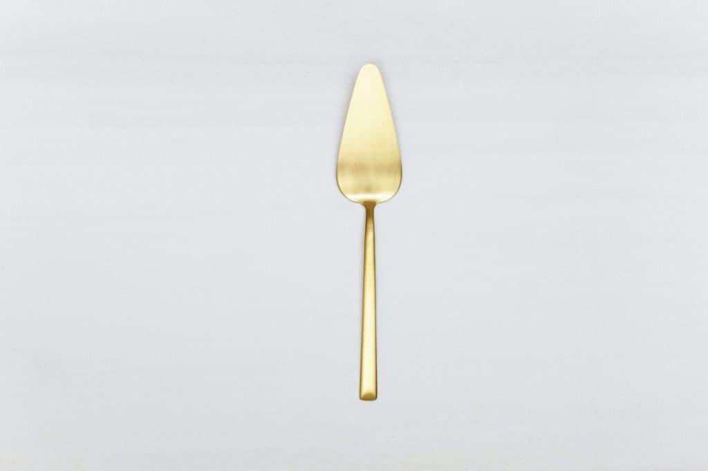 tortenheber ines gold matt pvd gotvintage rental event design. Black Bedroom Furniture Sets. Home Design Ideas