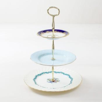Etagere Esther | Dreistufiges Etagere aus vintage Tellern mit verschiedenen Mustern. | gotvintage Rental & Event Design