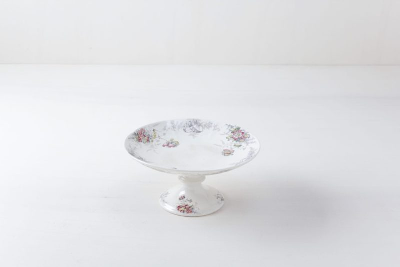 Cake Stand Florencia Floral | A cake stand with floral motifs. | gotvintage Rental & Event Design