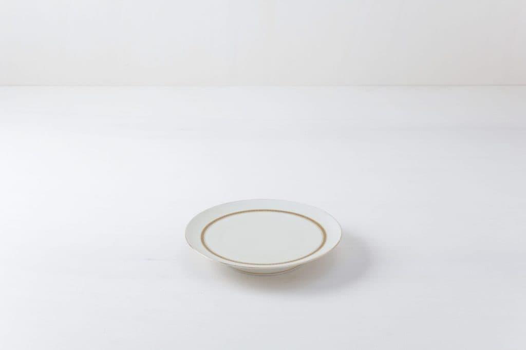 Kuchenplatte Laia Gold   Ein schöner Kuchenteller mit goldenen Details.   gotvintage Rental & Event Design