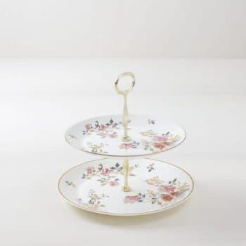 Etagere Nuria | Zwei-fach Etagere aus vintage Tellern mit schönem Blumenmuster, gleiches Muster auf allen Tellern. | gotvintage Rental & Event Design