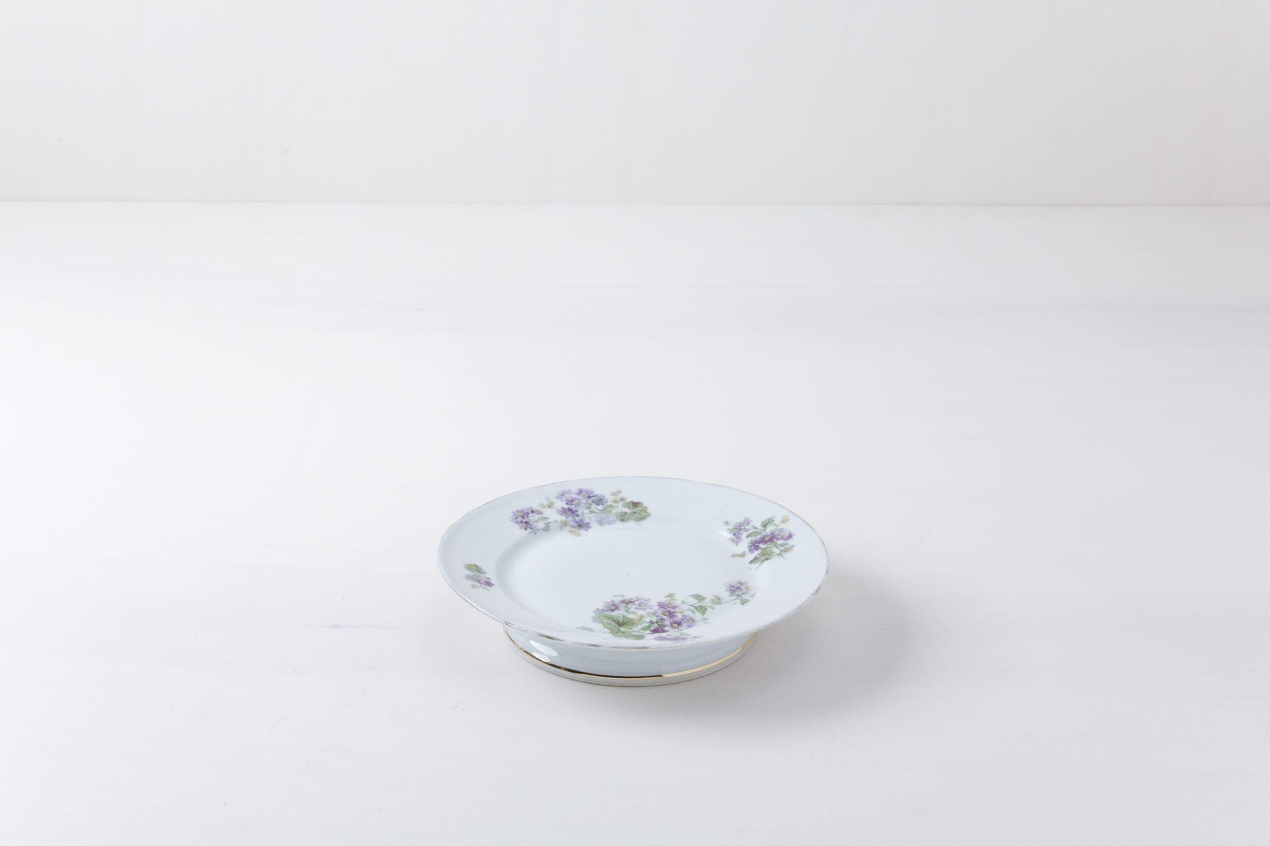 Kuchenplatte Regina Floral | Ein Kuchenteller mit schönen floralen Mustern. | gotvintage Rental & Event Design