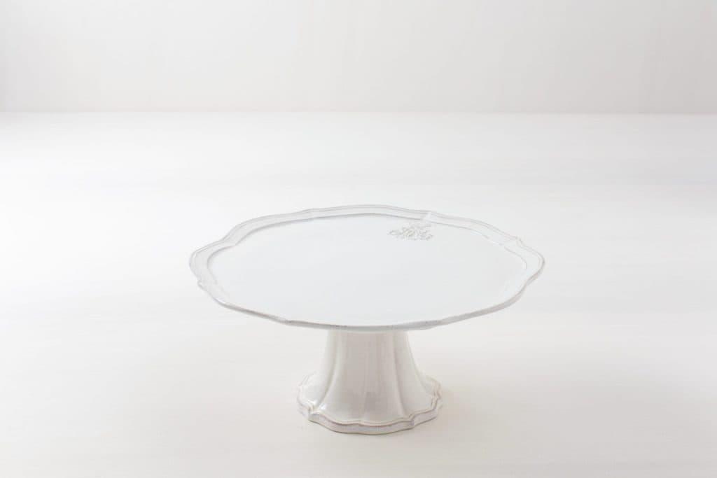 Tortenständer Rocio | Handgefertigt aus creme-weissem Porzellan. | gotvintage Rental & Event Design