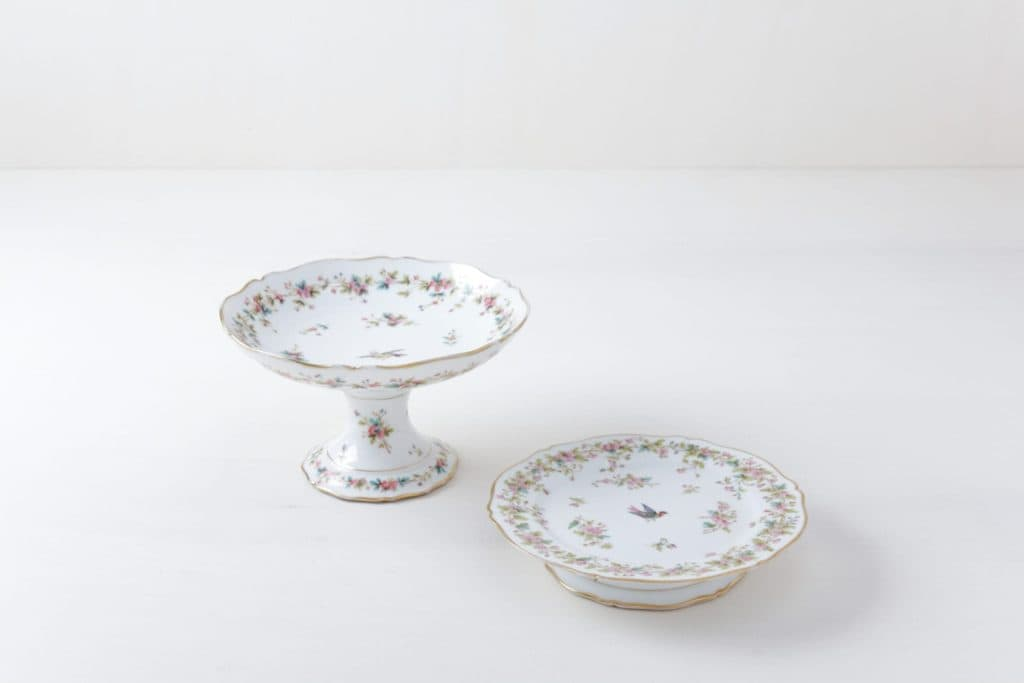 Cake Stand Set Noelia Floral | Set of two matching cake stands with floral designs. | gotvintage Rental & Event Design