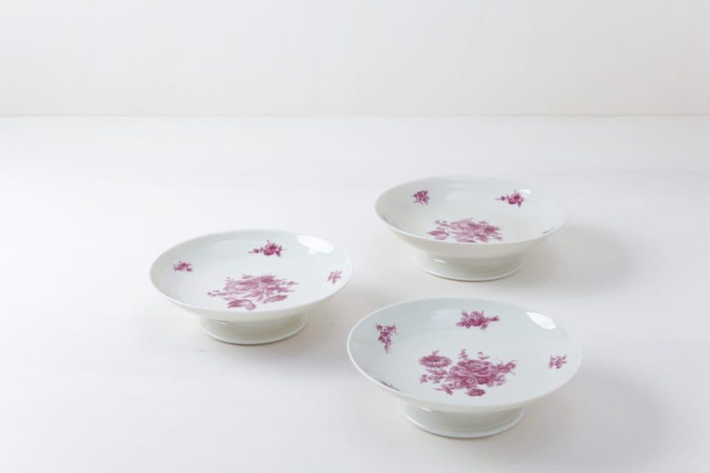 Kuchenplatten Set Valeria Floral | Drei zueinander gehörige Kuchenteller mit pinken Mustern. | gotvintage Rental & Event Design
