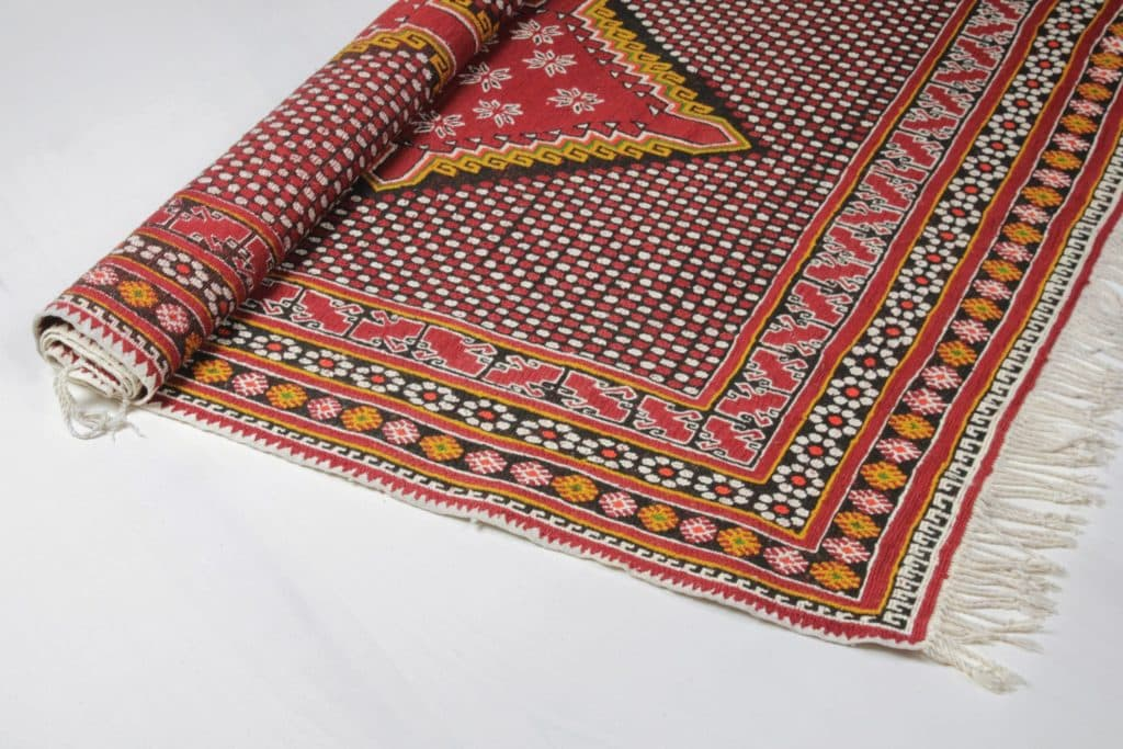 Carpet Aleta | Beautiful bright red oriental rug. | gotvintage Rental & Event Design