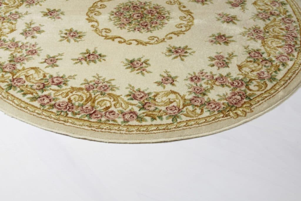 Teppich Carlota | Pastellfarbener runder Teppich mit Blumenmotiven. | gotvintage Rental & Event Design