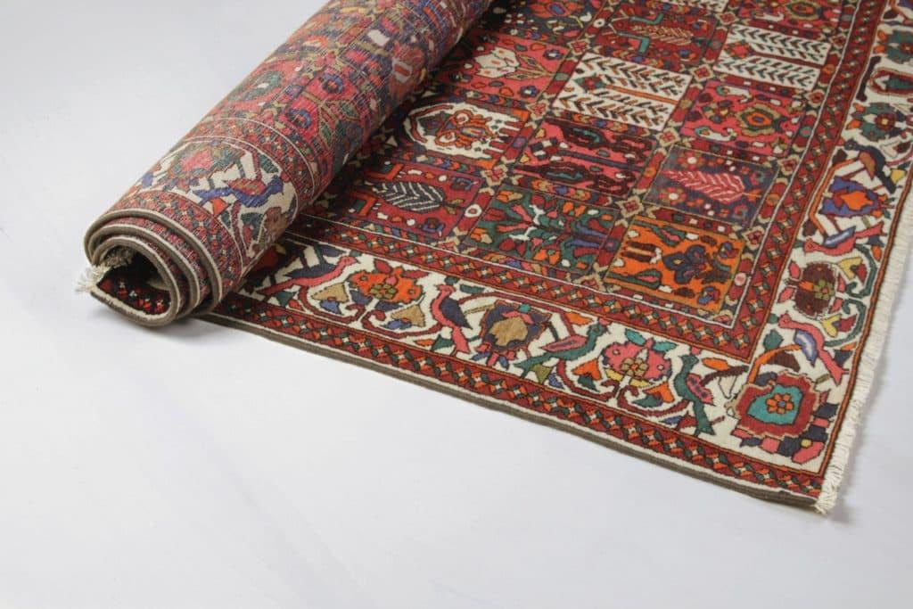 Carpet Lora | Huge Persian Bakhtiari rug with pretty and unique ornamental patterns. | gotvintage Rental & Event Design