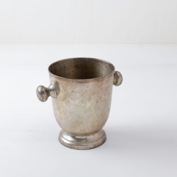 Champagne Cooler Lola | Beautiful vintage silver-plated champagne cooler with a beautiful patina and a pleasing round shape. | gotvintage Rental & Event Design