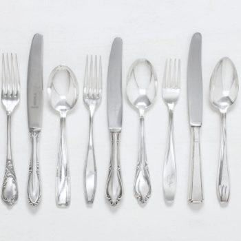 Besteck Set Antonia Versilbert 3-teilig Mismatching | Set für eine Person mit je einem vintage Speisemesser, Speisegabel und Suppenlöffel, versilbertes Besteck mit schöner Patina. | gotvintage Rental & Event Design