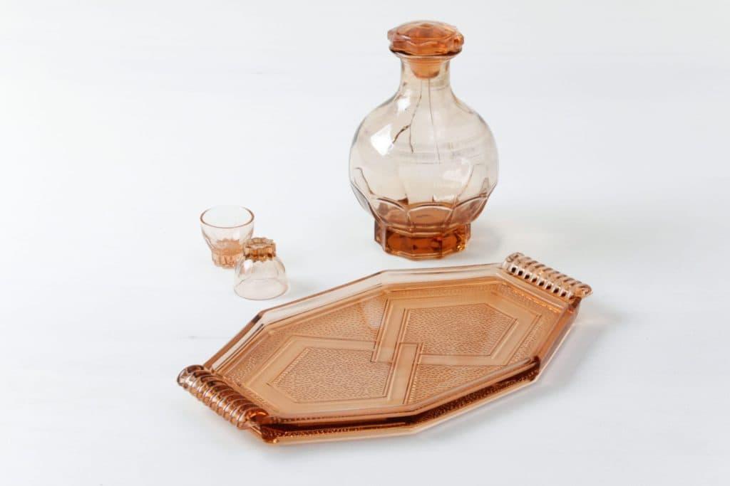 Likör Set Eli | Ein sehr schönes Schnapsservice aus den 1970er Jahren. Die transparente, orangene Flasche macht es zu einem echten Hingucker. | gotvintage Rental & Event Design