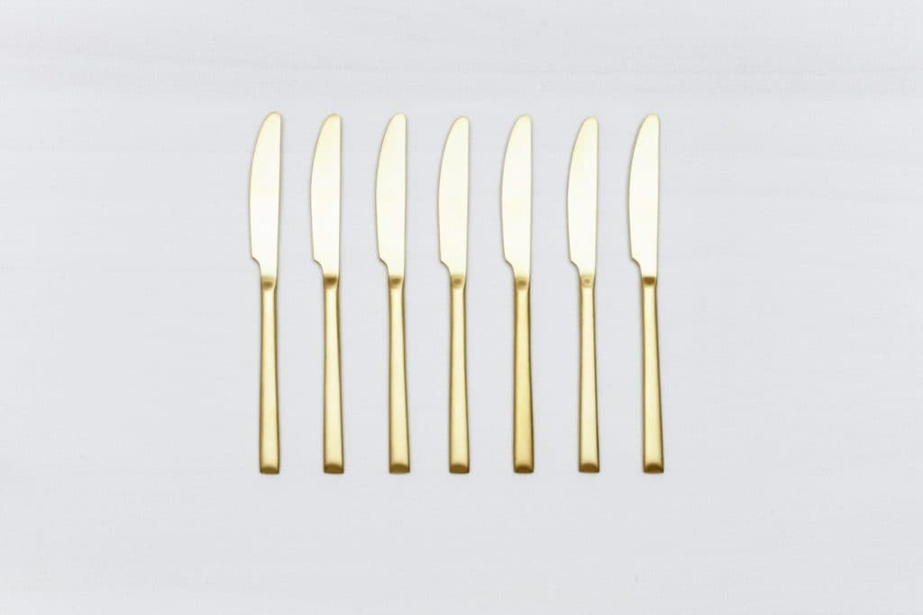 Dinner Knife Ines Cutlery Gold Matt | Matte golden PVD-coated stainless steel knife in a timeless design and with a nice feel. Can be used for the starter or main course.
