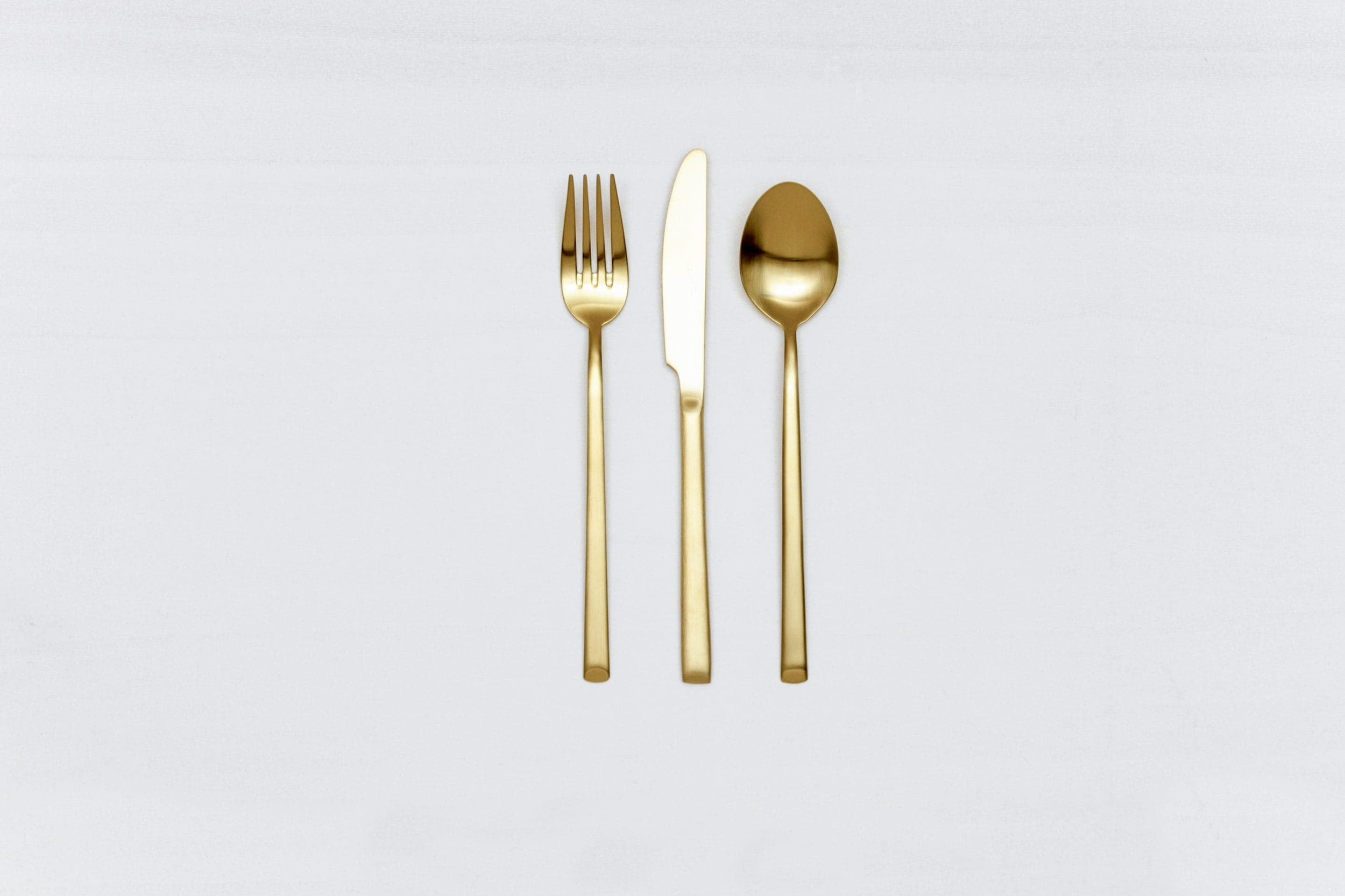 Dinner Knife Ines Cutlery Gold Matt | With the cutlery series Ines we rent out wonderful, matt-gold stainless steel cutlery. The cutlery has a wonderful haptic and looks equally good for different types of events. Whether on a colourful table setting combined with strong colours, an elegant, minimalistic wedding or a stylish business dinner - our matt gold cutlery Ines is an excellent choice for your event. Hire the dinner knive Ines to delight your guests with the special cutlery. Matching the matt gold dinner knive Ines, we also offer starter forks, starter knives, dinner forks, as well as table spoons, teaspoons and last but not least, cake shovels, serving spoons and butter shovels for rent. | gotvintage Rental & Event Design